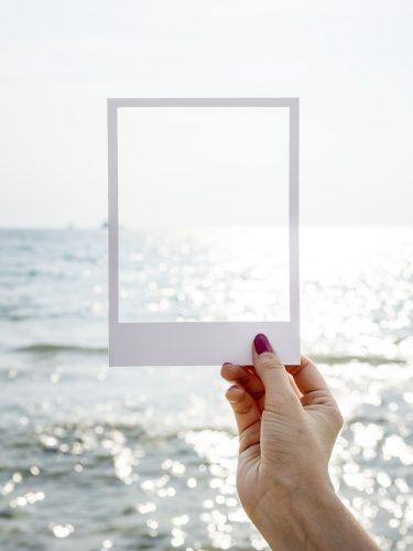 FRAME – Jangan Hidup di dalam Frame